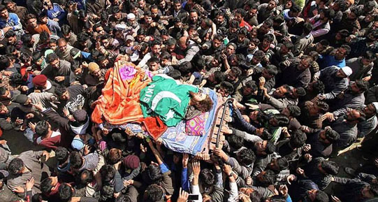 People carry the dead body of HM cadre Shahbaz Ahmad Wani alias Rayees Kachru during his funeral ceremony in Pulwama on 27 March 2017. Photo Courtesy: Faisal Khan