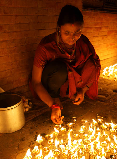 11. Oil lamps to light up holy places and homes. © Joo Peter