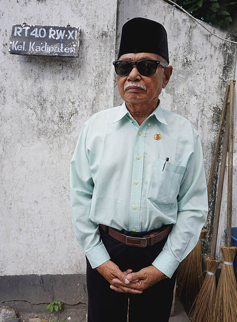 This dignified gentleman was delighted to have his photo taken and displays the perfect Javanese demeanour. © Jill Gocher