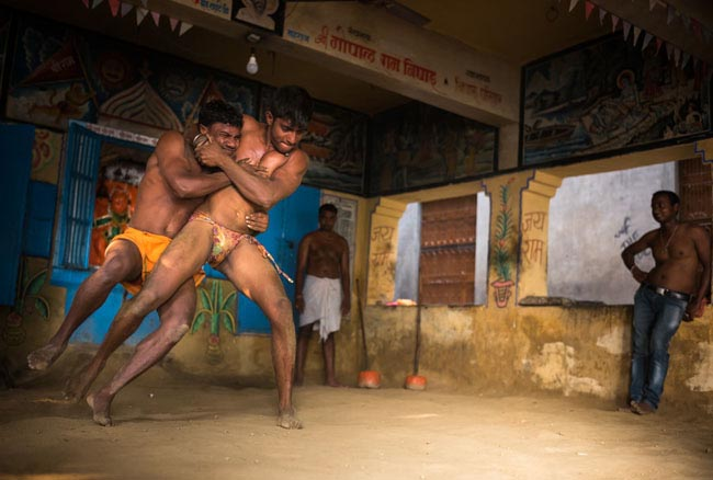 India Leica Destination - Varanasi - Wrestling © Craig Semetko